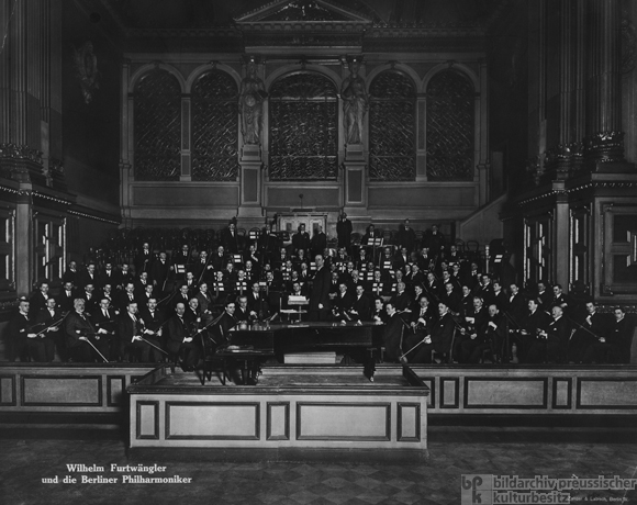 Wilhelm Furtwängler and the Berlin Philharmonic in the Old Philharmonic on Bernburger Strasse (1925)