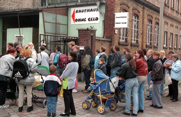 """Moneyless Department Store"" in Halle (April 27, 1999)"