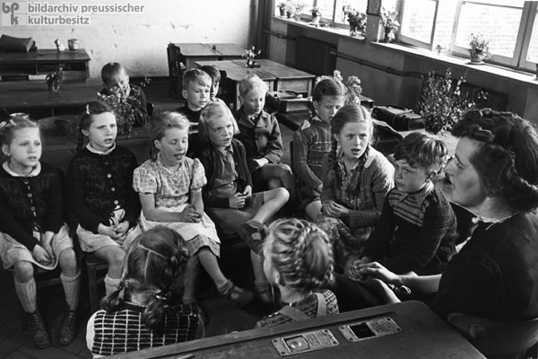 Elementary School Teacher with her Students in Hamburg-Wellingsbüttel (1950)