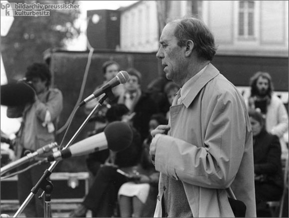 Heinrich Böll at a Peace Demonstration in Bonn (October 10, 1981)