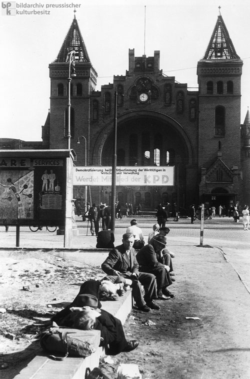 Scene in Front of the Train Station in Hamburg-Altona (1947)