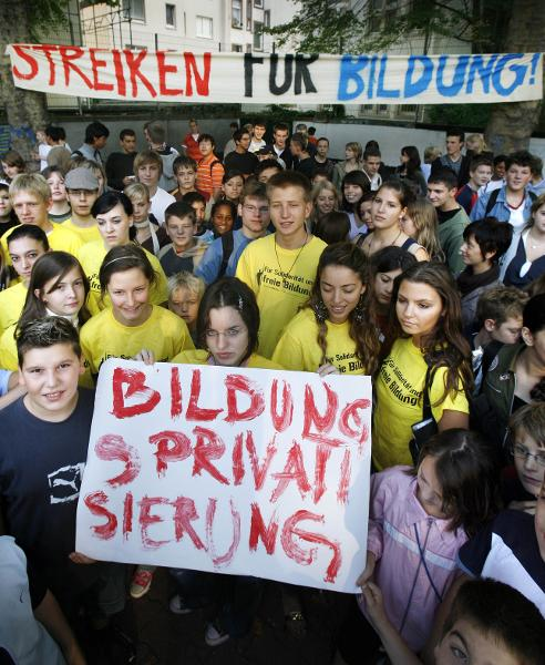 Frankfurt High School Students Strike against Education Reform (September 12, 2006)