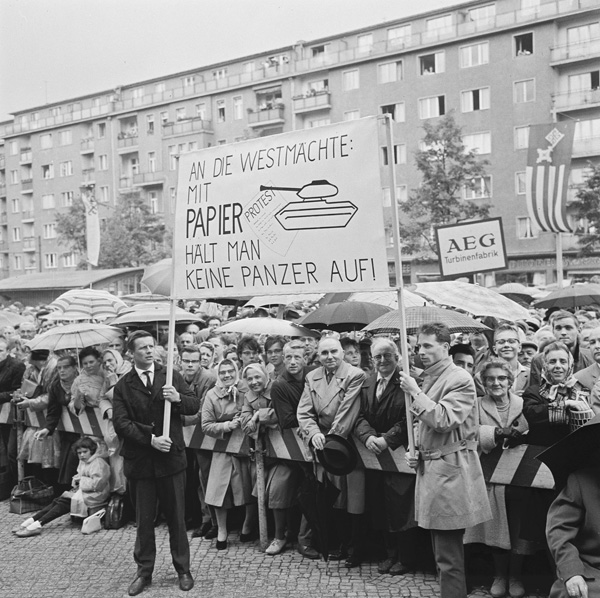 Demonstration by West Berliners (August 16, 1961)