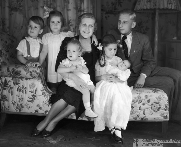 Magda Goebbels at Home with her Children (1939)