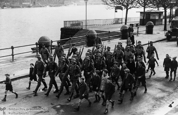 wehrmacht soldiers march